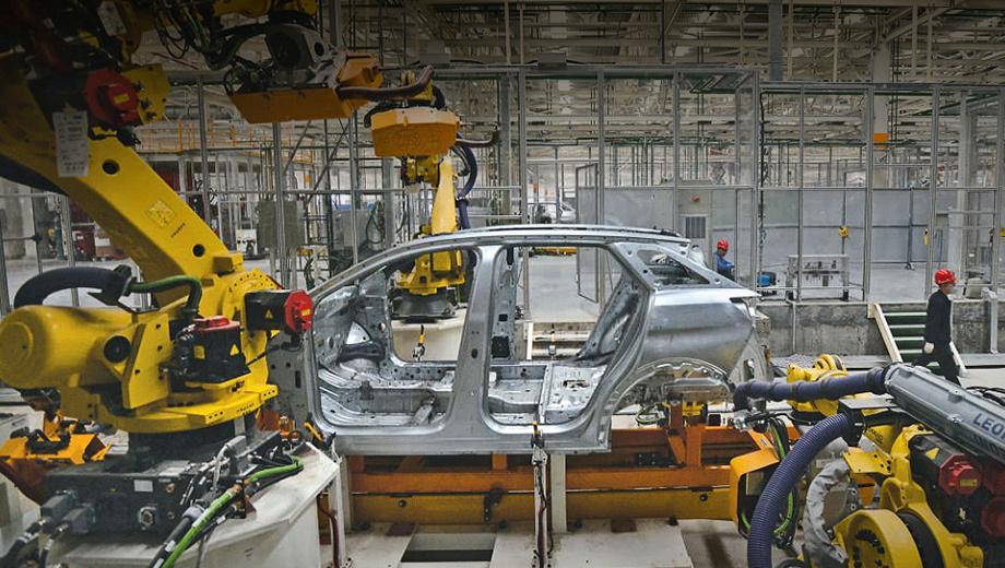 Peugeot 3008. Точных данных о том, где был сделан этот снимок, нет. По одной версии — на заводе компании в Сошо, по другой — на совместном предприятии Peugeot и Dongfeng в китайском городе Чэнду.