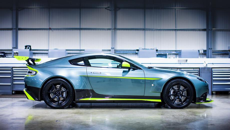 Aston martin v8 vantage,Aston martin vantage gt8. Автомобиль оснащён оригинальными сплиттером, бамперами, крыльями, порогами и диффузором из углепластика. Антикрыло и дополнительные угловые элементы на сплиттере — опция.