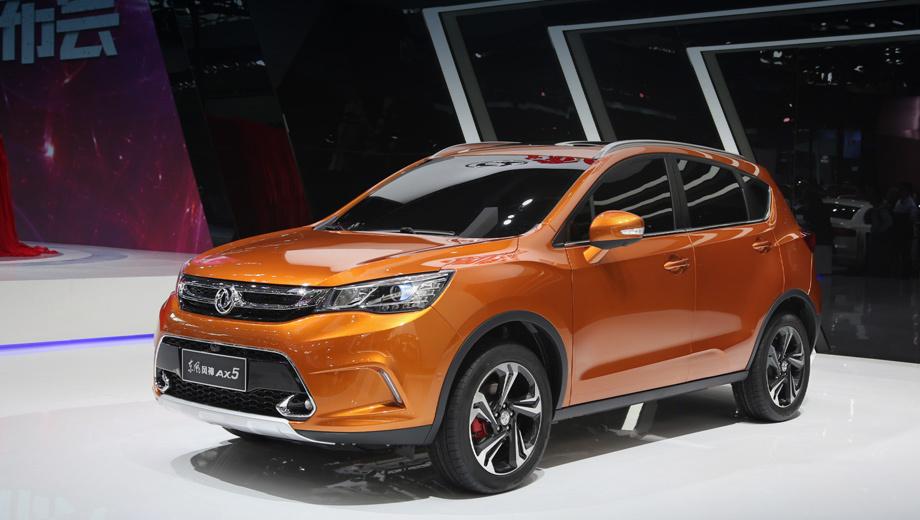 Dongfeng ax5. У себя на родине автомобиль называется Dongfeng Fengshen AX5. Он располагается в линейке между моделями AX3, AX7 и ожидается в серии в этом году. Все новые машины Дунфэна в той или иной степени разработаны совместно с альянсом PSA Peugeot Citroen.