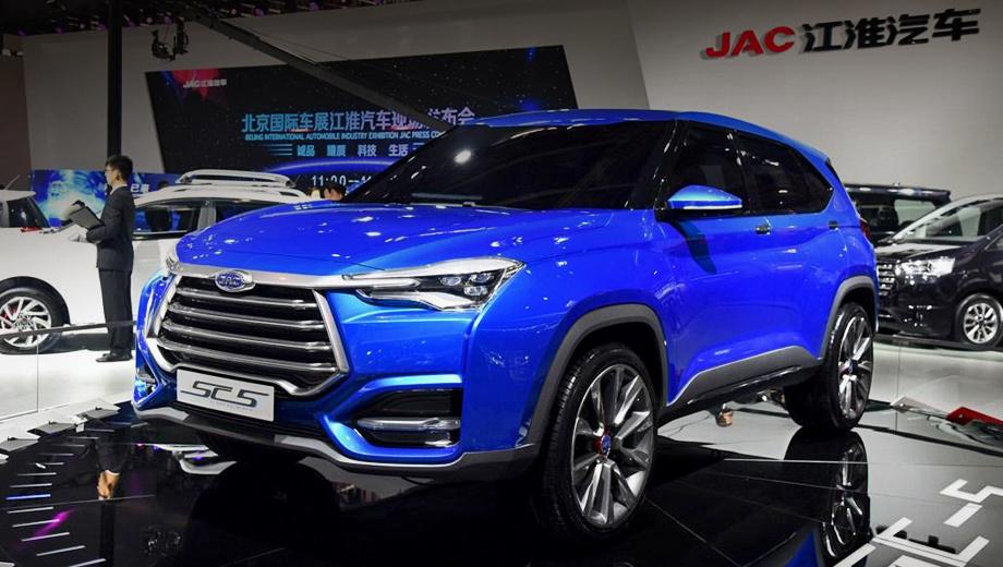 Jac sc5. Экстерьером занимался дизайн-центр компании JAC в Турине. Но кардинальное изменение стилистики не объясняется одним лишь участием итальянцев: китайские модели они рисуют с 2005 года. Реформа запущена с высокого уровня. Её результат первым покажет на конвейере компакт JAC S1.