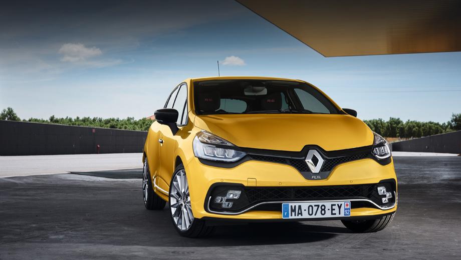 Renault clio,Renault clio rs,Renault clio rs trophy,Renault clio gt-line. Помимо новой передней оптики и бампера, «эр-эска» и её сестра с приставкой Trophy обзавелись новыми по дизайну 18-дюймовыми колёсными дисками, между собой отличающимися окраской.
