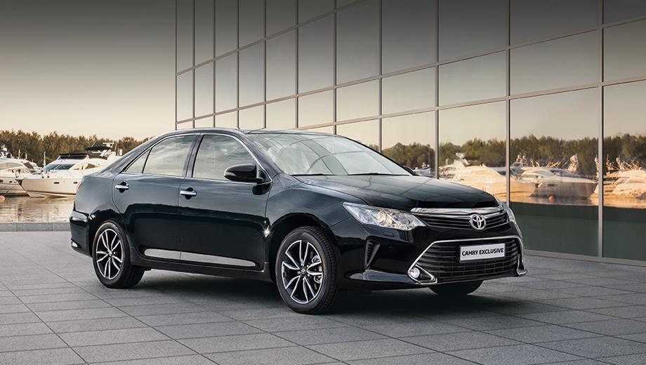 Toyota camry. Новая версия основана на комплектации «Элеганс плюс» с мотором 2.5. Получилась ещё более роскошная машина при сходной цене.