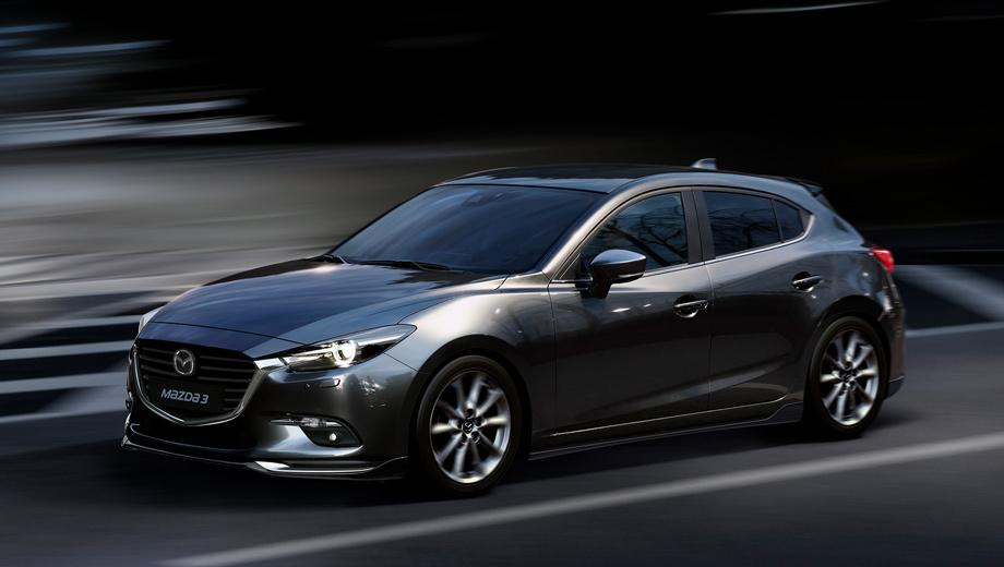 Mazda 3. Изменения в основном косметические: обновлённую машину можно узнать по светодиодным фарам, новым секциям противотуманок, решётке радиатора и заднему бамперу. В России будет две комплектации: Active+ и Exclusive, причём вторая недоступна для хэтча.