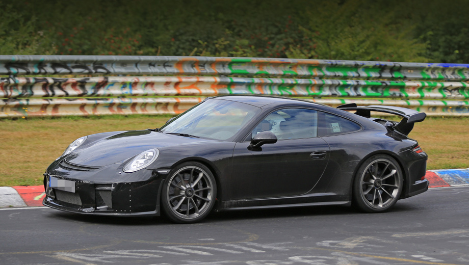 Porsche 911,Porsche 911 gt3. Рестайлинговое купе компания покажет через месяц на Парижском автосалоне, а на рынок автомобиль должен попасть в начале следующего года.