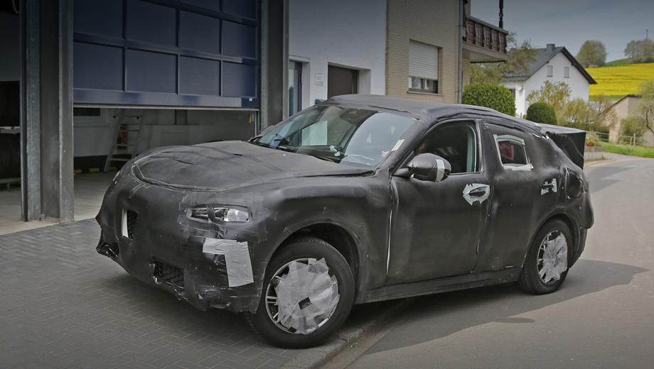 Alfaromeo stelvio. Папарацци уже удавалось подловить прототип кроссовера во время тестов, но автомобиль тщательно скрыт от посторонних глаз камуфляжем.