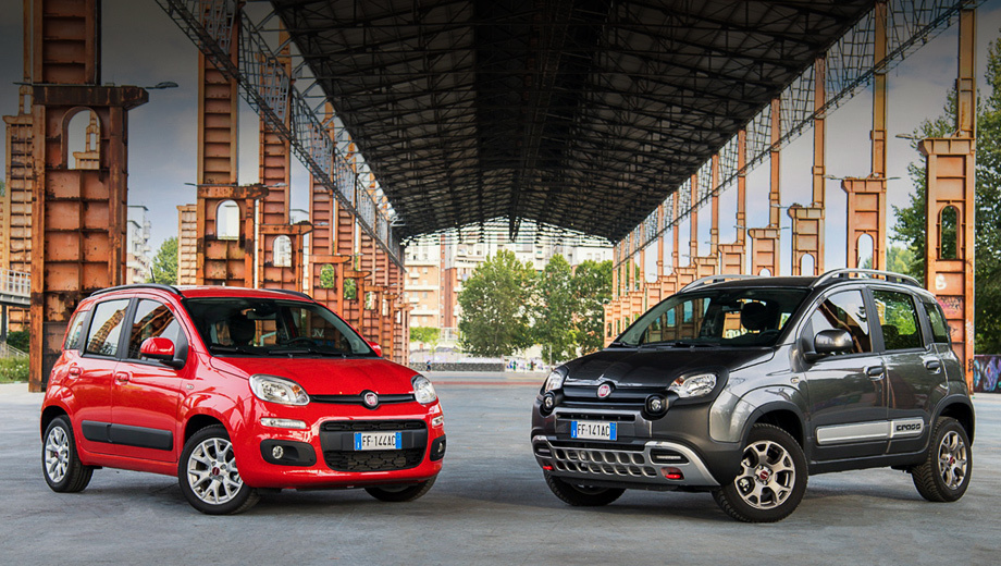Fiat panda. Два новых цвета кузова (красный Amore Red, серый «металлик» Colosseo Grey — на фото) плюс дополнительный вариант 14-дюймовых колпаков и 15-дюймовых легкосплавных дисков — вот и весь «рестайлинг» экстерьера. (Справа на снимке показана версия Panda Cross.)