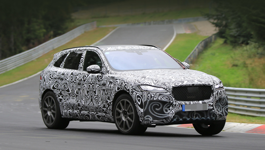 Jaguar f-pace,Jaguar f-pace svr. Необычную вариацию выдают очень крупные воздухозаборники, прикрытые камуфляжем.
