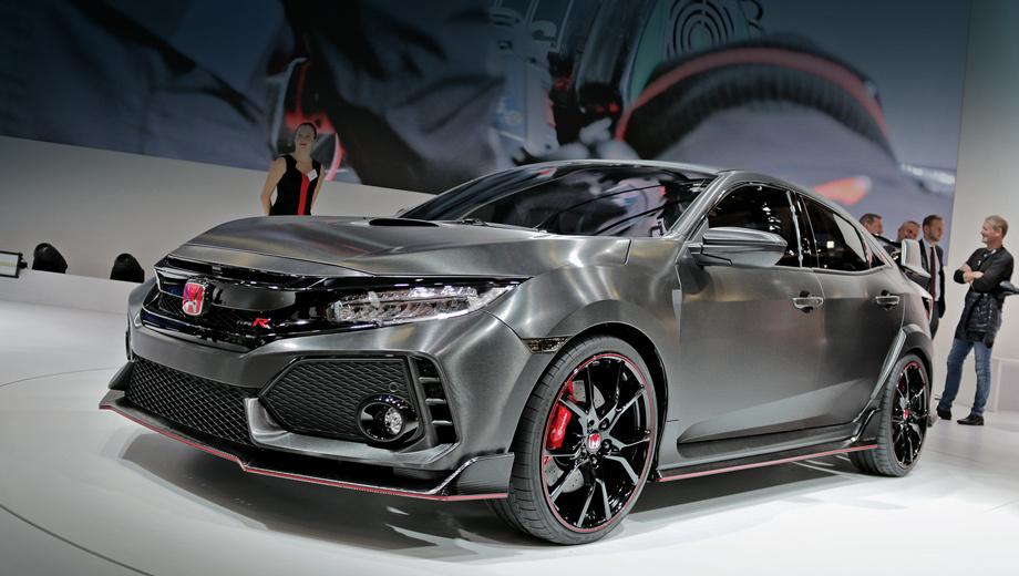 Honda civic,Honda civic type r. Воздухозаборники в бампере — почти такие же на вид, как у обычной модели, но сетка в них оригинальная, а по краям — дополнительные прорези. Добавлены углепластиковый сплиттер с красным кантом, воздухозаборник на капоте, слегка тонирована оптика.