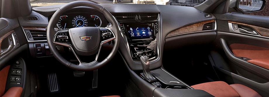 Обновлённые седаны получили модернизированную мультимедийную систему Cadillac CUE с восьмидюймовым сенсорным экраном и поддержкой Apple CarPlay и Android Auto.