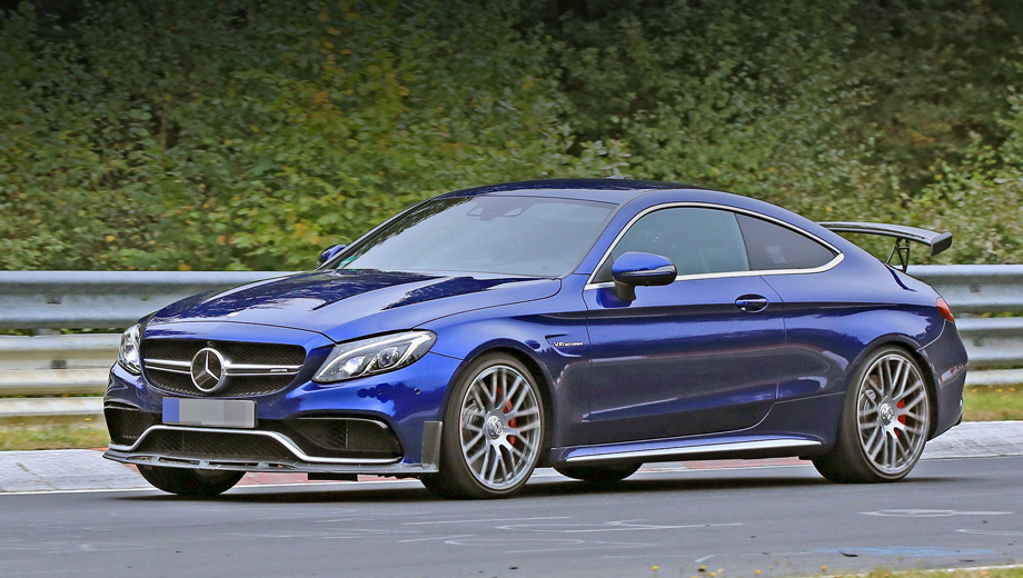 Mercedes c amg,Mercedes c amg r. Внешние отличия от стандартного купе Mercedes-AMG C 63 у более мощной модификации будут минимальны. Слегка видоизменятся бамперы.