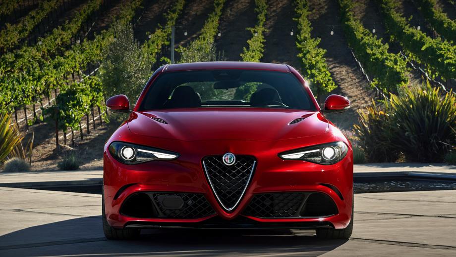 Alfaromeo giulia. Официальный дебют седан Alfa Romeo Giulia справил на мотор-шоу во Франкфурте в прошлом году.