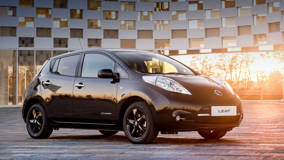 Nissan leaf. В список оснащения входят информационно-развлекательный комплекс NissanConnect EV и система кругового обзора Around View Monitor.