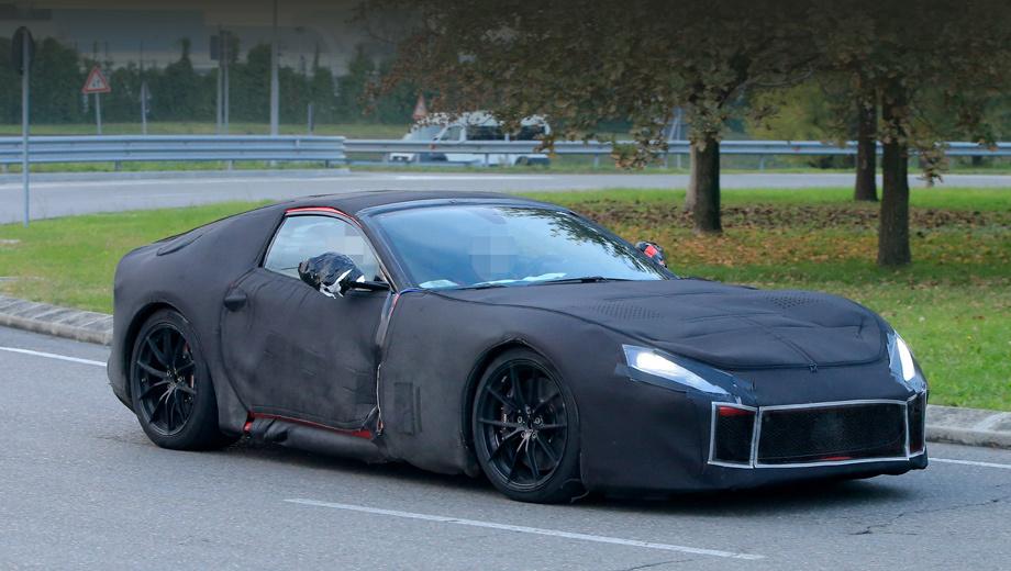 Ferrari f12. Автомобиль, выпускаемый с 2012 года, мог бы пережить рестайлинг ещё в этом году, но итальянцы несколько затянули процесс.