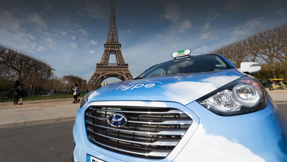 Hyundai ix35. С декабря прошлого года в столице Франции работает пять водородных такси Hyundai, теперь же их парк будет расширен многократно.