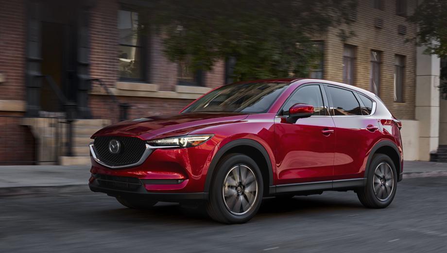 Mazda cx-5. Длина машины (без учёта номерной рамки) — 4545 мм (+5 мм к предшественнице), ширина осталась той же (1840), высота составляет 1690 мм (+20). Колёсная база прежняя (2700 мм).