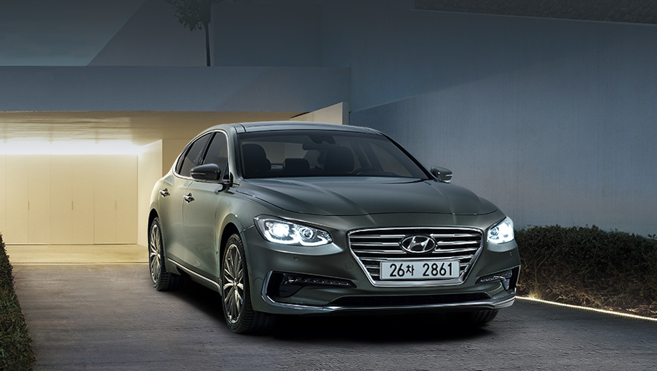 Hyundai grandeur. Длина автомобиля — 4930 мм (+10 мм к предыдущему поколению), ширина — 1865 (+5 мм). Высота (1470) и колёсная база (2845) не изменились. Ёмкость топливного бака — 70 л.