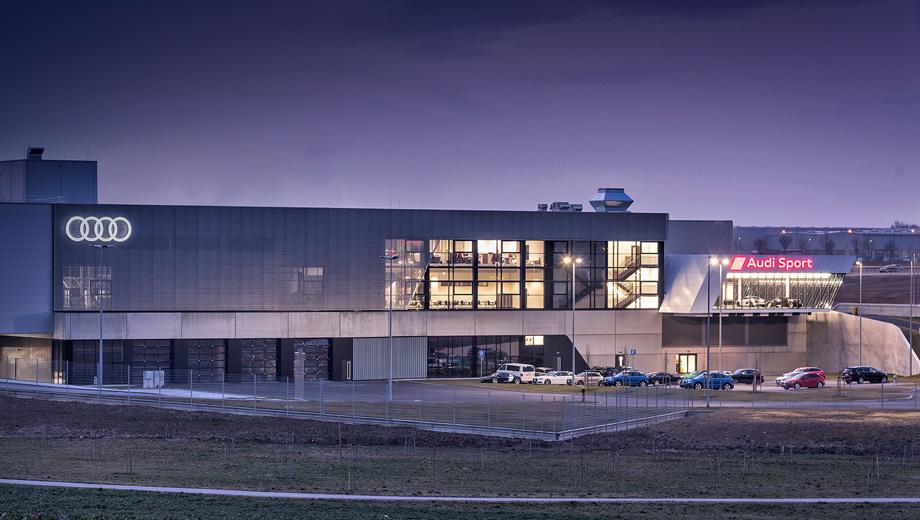 Audi sport. За последние пять лет quattro GmbH удвоило продажи. Количество специализированных дилеров Audi Sport увеличится с нынешних 370 центров до шестисот к концу 2017 года.