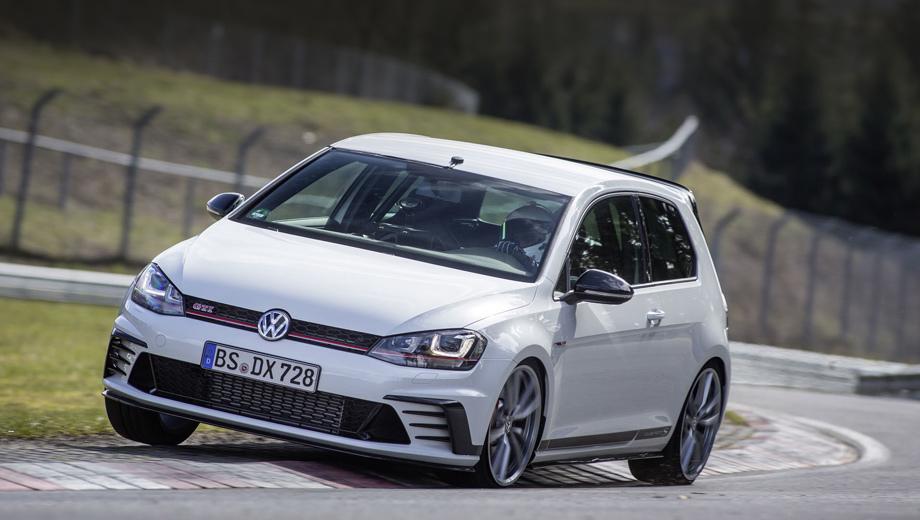 Volkswagen golf gti clubsport s,Volkswagen golf gti,Volkswagen golf. На машине стоят наддувный агрегат 2.0 (310 л.с., 380 Н•м), шестиступенчатая «механика» и передний дифференциал с электронной блокировкой. Тираж составит 400 штук.