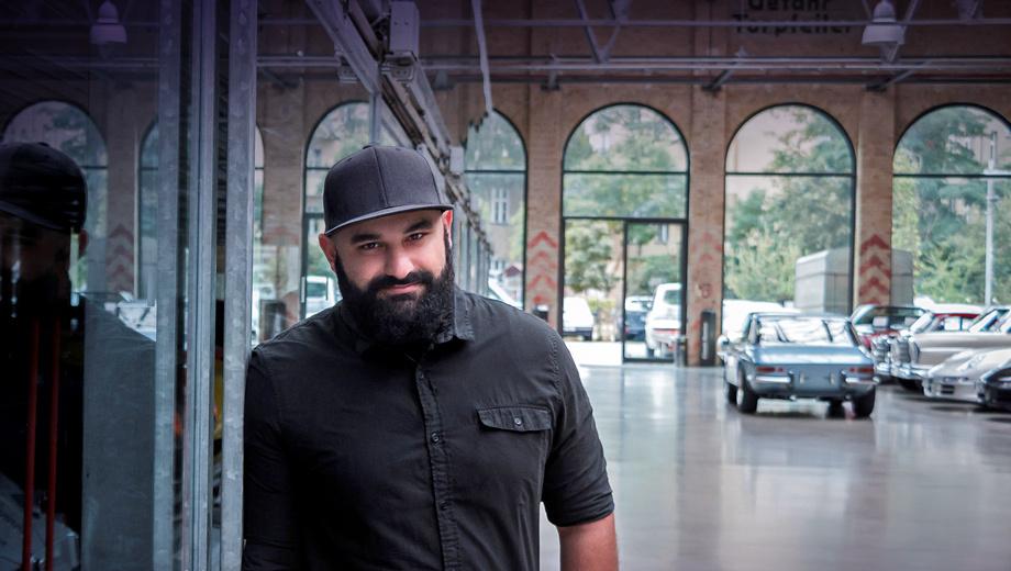 Genesis g70. Саша родился в 1983 году в Тбилиси, после чего закончил среднюю школу в Москве, а затем, в 2005-м, уехал учиться в Калифорнию, где окончил ArtCenter College of Design. Карьеру Селипанов начал в немецком Потсдаме, в офисе VW Group, которой дизайнер был верен больше 10 лет.