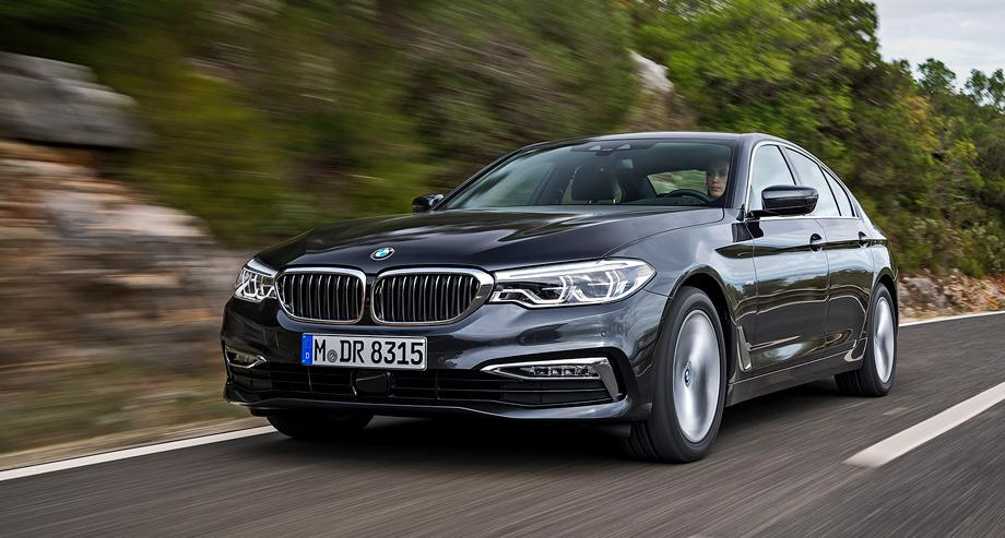 Коэффициент аэродинамического сопротивления «пятёрки» снижен с 0,26 до 0,22. У самого обтекаемого Е-класса — 0,23, а стандартные для BMW заслонки в радиаторной решётке — опция. Воздуховоды за передней осью успокаивают воздух внутри колёсных арок.