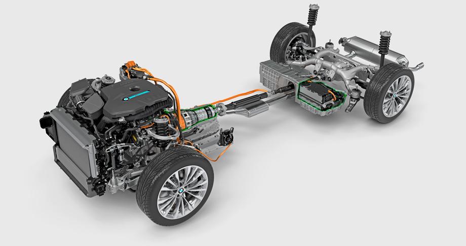 Вариант 530e iPerformance — это подзаряжаемый гибрид. Задний привод, бензиновая «четвёрка» 2.0 (184 л.с.) и восьмиступенчатый «автомат» с 70-киловаттным электромотором внутри. Высоковольтная батарея висит перед задней осью. Суммарная отдача — 252 л.с.. Заявленный стендовый расход топлива — 1,9 л/100 км, реальный, по словам инженеров, как и в случае остальными модификациями, — на треть больше. Чисто электрический предел скорости — 140 км/ч, пробега — 45 км.
