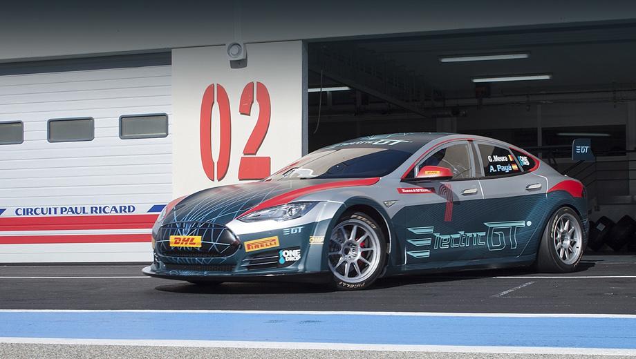 Tesla model s. Специально для новой серии компания Pirelli, один из партнёров проекта, подготовила гоночные шины: слики для сухой погоды и дождевые.
