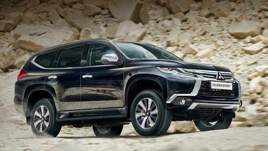 Mitsubishi pajero sport,Mitsubishi outlander. Pajero Sport третьего поколения вышел на российский рынок в июле 2016-го, поэтому по итогам года занял лишь третье место по продажам в сегменте среднеразмерных внедорожников с результатом 1728 реализованных машин. Теперь показатели должны улучшиться.