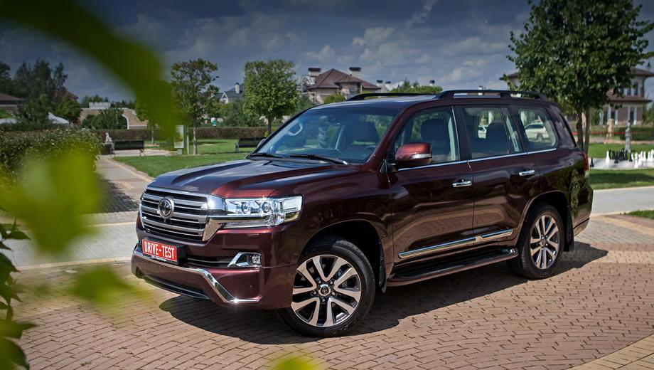 Toyota land cruiser. В 2016 году продано 2994 автомобиля в топовых исполнениях Executive (в продаже с марта) и Executive Black и White (с октября). Любопытно, что на юрлица приходится всего 36% продаж — впрочем, как и по всей гамме LC 200.