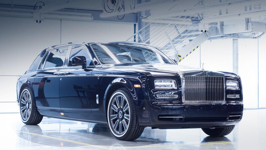 Rollsroyce phantom. Прощальная версия седана с удлинённой колёсной базой напомнила — «седьмому» Фантому третьего января исполнилось 14 лет. Сколько за это время было выпущено машин, британцы умалчивают. По некоторым данным, общий тираж всех модификаций составил 4915 штук.
