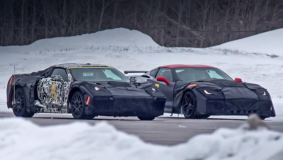 Chevrolet corvette. Corvette C8 (слева) и Corvette C7 ZR1 получат восьмицилиндровый мотор 6.2 LT5. Поговаривают, в двухнаддувном исполнении он будет выдавать свыше 700 сил и 900 Н•м. Привод у обеих моделей будет исключительно задним.