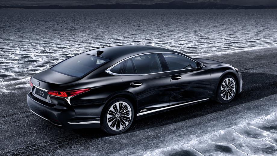 Lexus rc,Lexus rc f gt3,Lexus ls,Lexus ls 500h. На этом кадре не очень заметно, но оформление диффузора и выхлопа у Лексуса 500h будет отличным от просто 500.