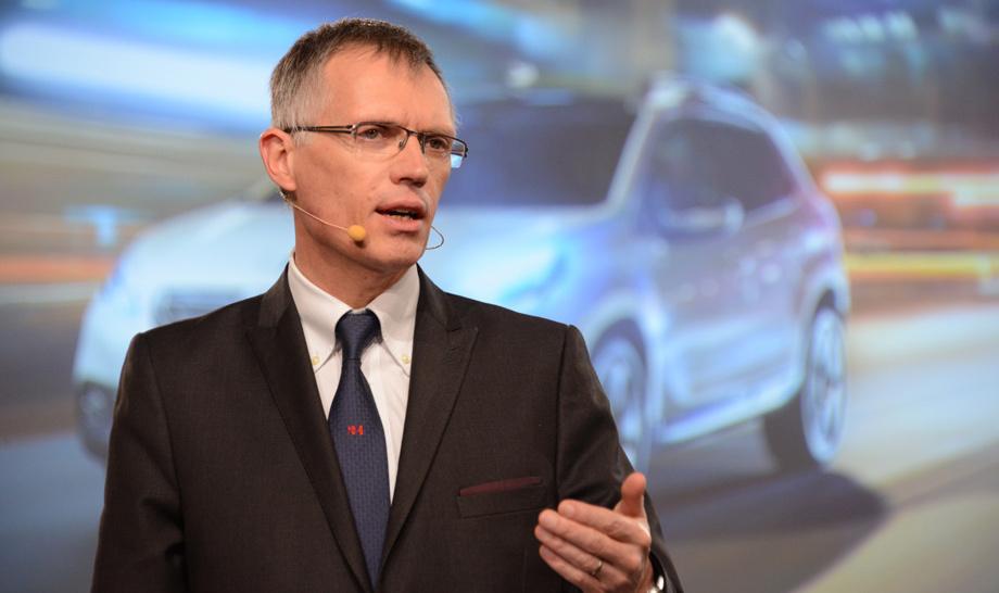 """Анонимные источники сообщают, будто руководитель PSA  Карлос Таварес (на фото) со дня на день встретится с канцлером Германии Ангелой Меркель. Она активно участвовала в процессе, когда на Opel претендовали <a href=""""https://www.drive.ru/business/opel/4efb335e00f11713001e4c4c.html"""" target=""""_blank"""" rel=""""noopener"""" class=""""c-link"""">Magna иСбербанк</a>, в итоге сделка <a href=""""https://www.drive.ru/business/opel/4efb336400f11713001e4dd4.html"""" target=""""_blank"""" rel=""""noopener"""" class=""""c-link"""">не состоялась</a>."""
