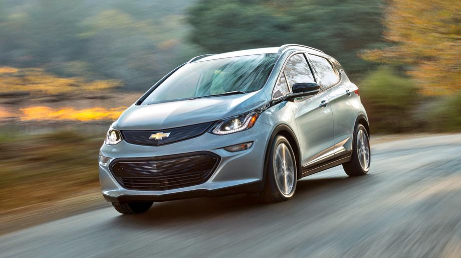 """Босс Опеля Нойман признался, что у него есть свой план по спасению марки. Он хочет к 2030 году превратить Opel в электромобильный бренд, взяв за основу модульную платформу GM, на которой построен хэтчбек <a href=""""/e/Bmc_QEAABWw"""" class=""""c-link"""">Chevrolet Bolt</a> (на фото)."""