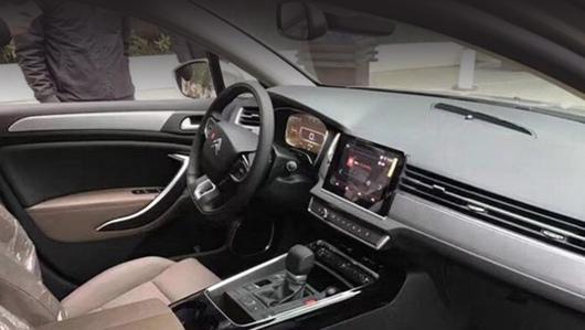 Интерьер седана Citroen C5 оказался отснят до премьеры