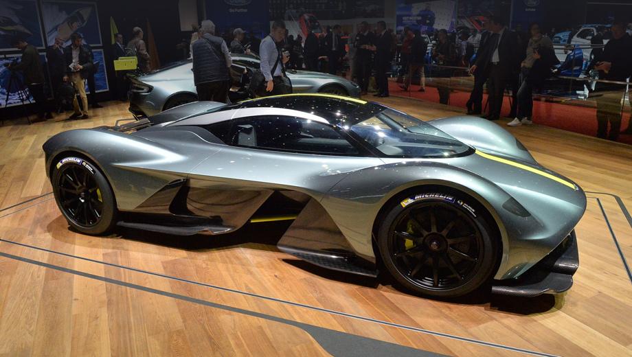 Aston martin valkyrie,Aston martin am-rb 001. Конструкция и облик купе являются продуктом интернациональной команды, ведомой техническим директором Ред Булла Эдрианом Ньюи и шеф-дизайнером Астона Мареком Райхманом.