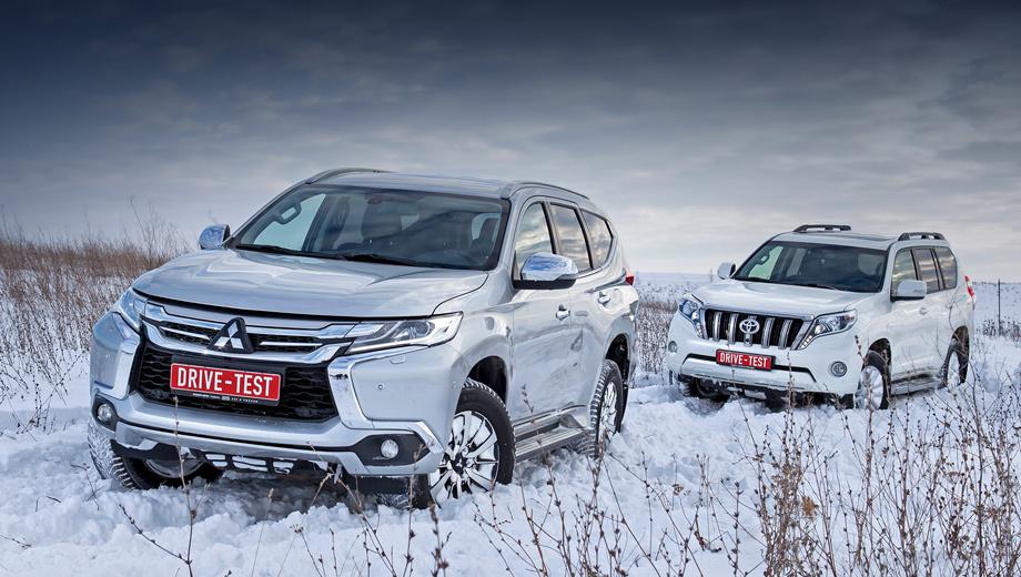 Mitsubishi pajero sport,Toyota land cruiser prado. У Pajero всего две комплектации, обе с V6 3.0: Instyle за 2 799 990 рублей и Ultimate, как на тесте, за три миллиона. Prado с «шестёркой» 4.0 дороже: от 3 373 000 рублей. Цена топовой семиместной версии — более 3,9 млн. У нас пятиместный «Люкс» в «перламутре» — за 3 874 000.
