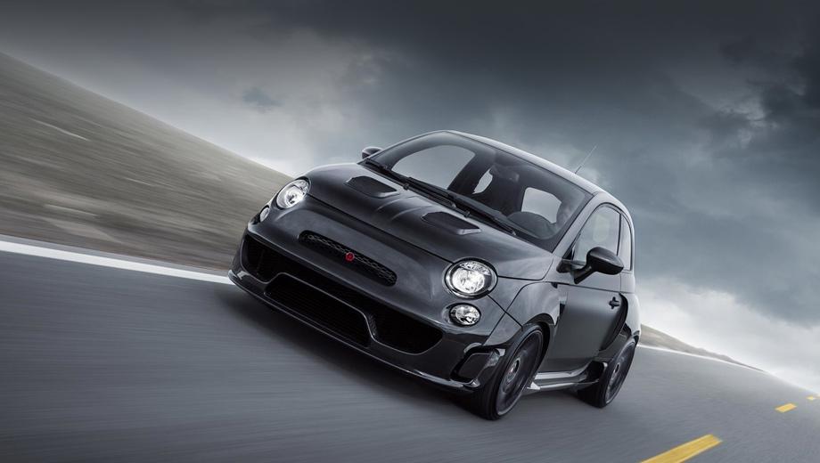 Fiat 500,Fiat 500 abarth. Машина получила новые бамперы, крылья, капот, корпуса зеркал и спойлер из углепластика, и она на 48 мм шире исходника. Окрашен хэтч в цвет Glasurit Reventon Grey, используемый Lamborghini.