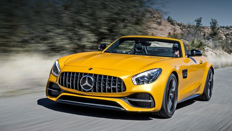 Mercedes amg gt,Mercedes amg gt roadster. Рублёвые цены объявят в апреле. Ориентируйтесь на десять с лишним миллионов. В Германии родстер GT C — это минимум 160 000 евро, на 30 тысяч дороже открытой версии GT и всего на пять тысяч дешевле топ-модели GT R, которая бывает только закрытой.