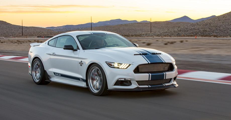 """Новый атмосферный мотор V8 будет выпускаться в нескольких вариациях, одна из их якобы и поселится под капотом топового Мустанга. По мощности он может приблизиться к лимитированному изданию <a href=""""/e/BnEXwEAAA6Y"""" class=""""c-link"""">50th Anniversary Shelby Super Snake</a> (более 760 л.с., на фото), хотя у того — мотор 5.0 с механическим нагнетателем."""