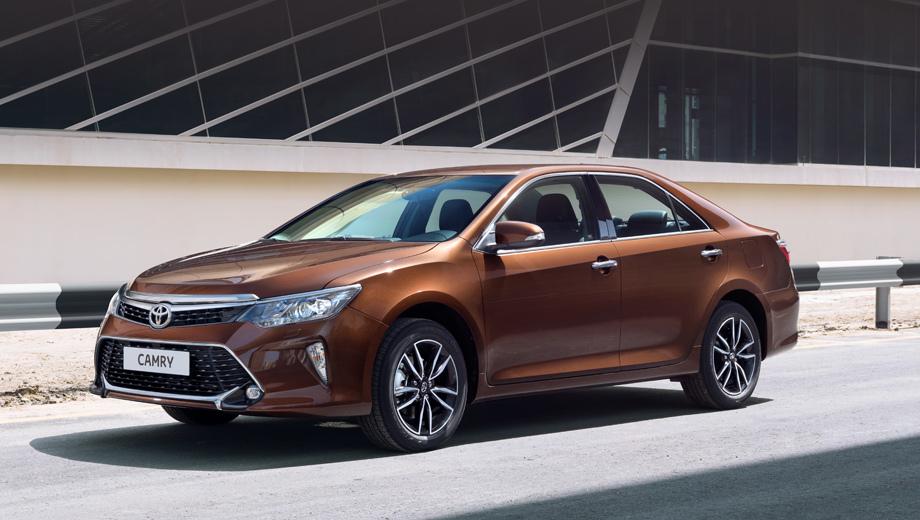 Toyota camry. На всех комплектациях теперь установлены светодиодные противотуманки, а начиная с уровня «Элеганс Плюс» и выше в «базу» вошёл ближний диодный свет. В гамму красок добавлен новый тёмно-коричневый «металлик».