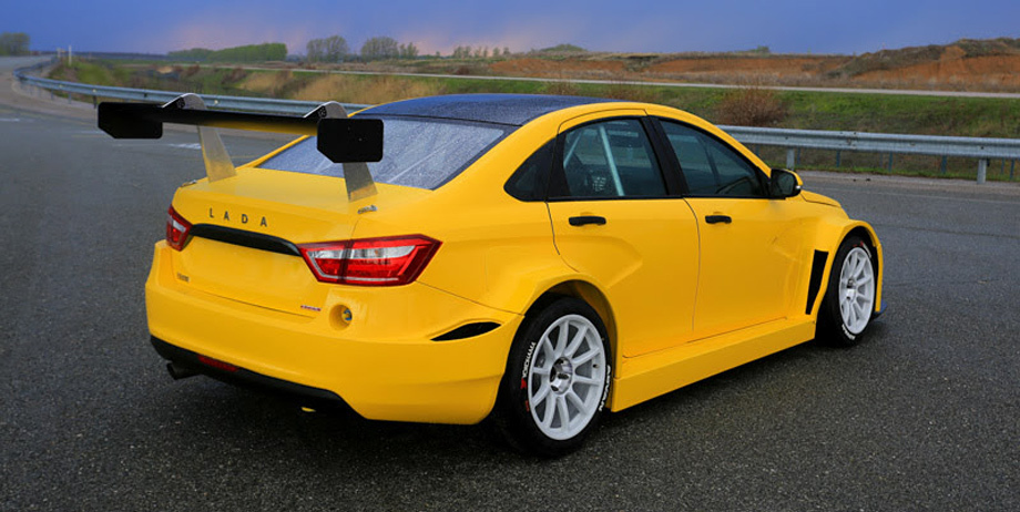 """Гоночная модель Vesta TCR оснащена двухлитровым турбомотором мощностью 350 л.с., приводящим переднюю ось. Двигатель с трансмиссией (с адаптацией) заимствованы у хот-хэтча <a  data-cke-saved-href=""""/e/BkeHAEAAAzI"""" href=""""/e/BkeHAEAAAzI"""" class=""""c-link"""">Renault Megane RS</a>."""