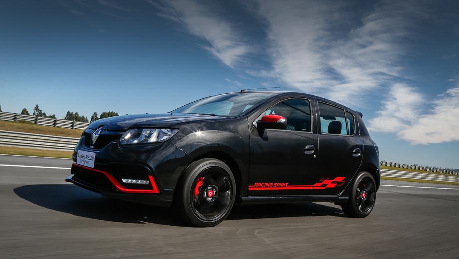 Renault sandero,Renault sandero rs. Внешне спецверсию выделяют красные акценты (это вставки в бампере и корпусах зеркал, тормозные суппорты, колпачки на колёсных дисках, полоска с названием серии на дверях, а также диффузор).