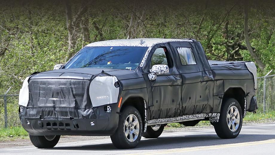 Chevrolet silverado. Об основе автомобиля точных данных пока нет, но мы бы предположили, что платформу GMT K2XX, вставшую на поток относительно недавно, в 2013-м, инженеры менять не будут, а лишь модернизируют.