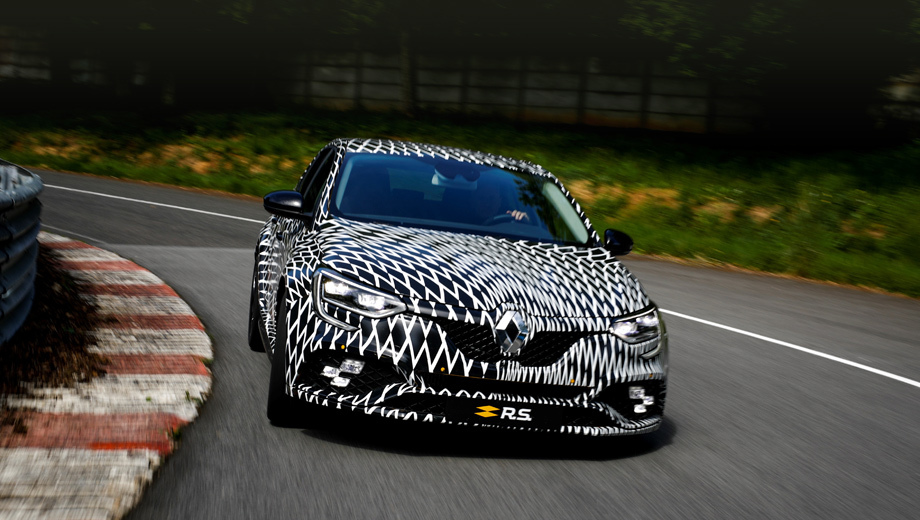 Renault megane,Renault megane rs. На этом тизере хэтчбек (теперь Megane RS — пятидверка) заклеен плёнкой, но в Монако он будет красоваться в жёлто-чёрной ливрее в честь 40-летия участия Renault в Формуле-1.