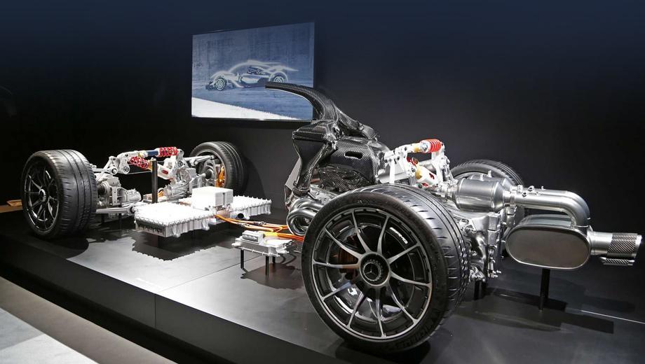 Mercedes project one. Этот дорожный автомобиль основан на болиде, который помог Льюису Хамильтону завоевать титул чемпиона в 2015-м.