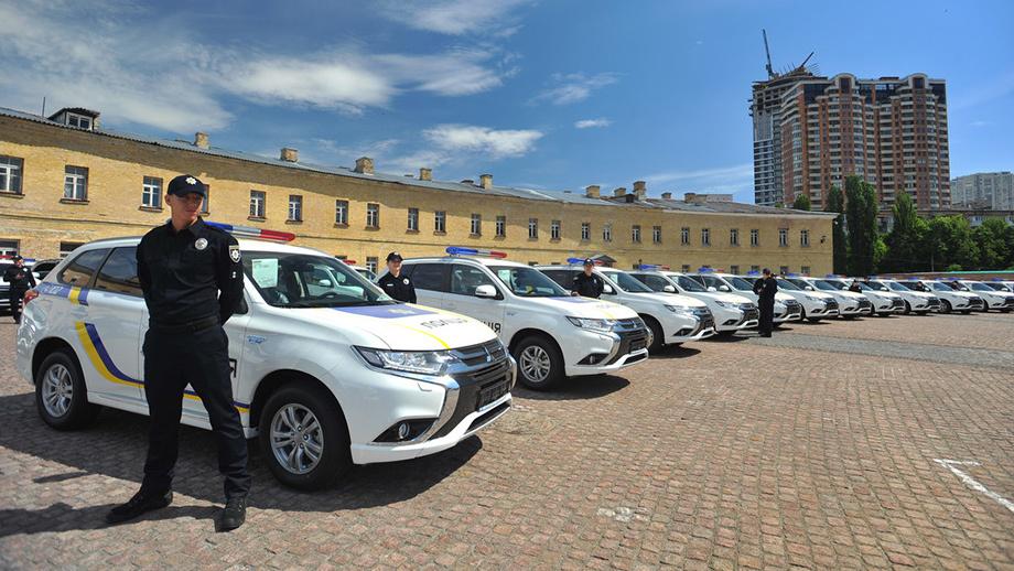 Украинская милиция получила 635 гибридных кроссоверов Митсубиши