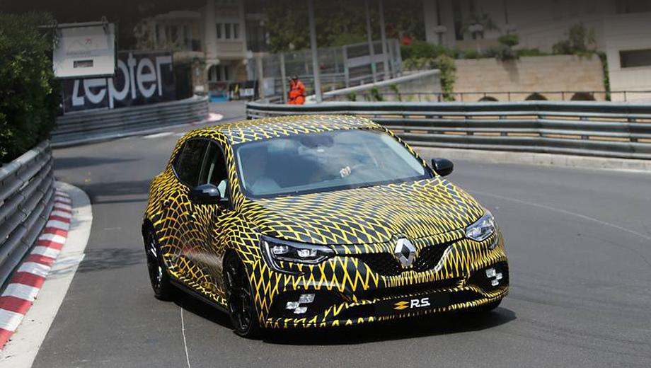 Renault megane,Renault megane rs. В честь 40-летия участия Renault в Формуле-1 хот-хэтч был окрашен в жёлто-чёрную ливрею, но это всё равно была слишком пёстрая маскировка, не позволившая в полной мере оценить детали.