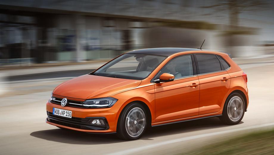Volkswagen polo. Длина пятидверки равна 4053 мм (+81 мм к прошлому поколению), ширина — 1751 (+69 мм), высота — 1446 (−7 мм), колёсная база — 2564 (+94 мм). Золотисто-коричневый вариант на снимках — хэтч с пакетом R-Line.
