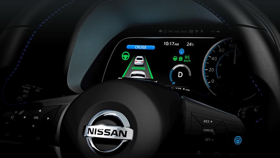 Nissan leaf. От двухэтажной приборки, как у предшественника, дизайнеры, похоже, отказались. Зато новая наверняка будет конфигурироваться по желанию и окажется дополненной проекционным дисплеем HUD.