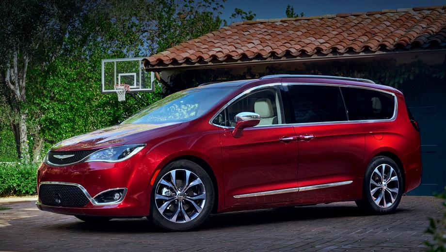 Chrysler pacifica. Длина — 5176 мм, ширина — 2036, высота — 1776, колёсная база — 3089, дорожный просвет — 130 мм. Задние двери сдвигает электропривод после нажатия на дверную ручку или «пинка» под днище.